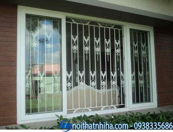 khung bảo vệ cửa sổ bằng sắt bên trong cửa kính