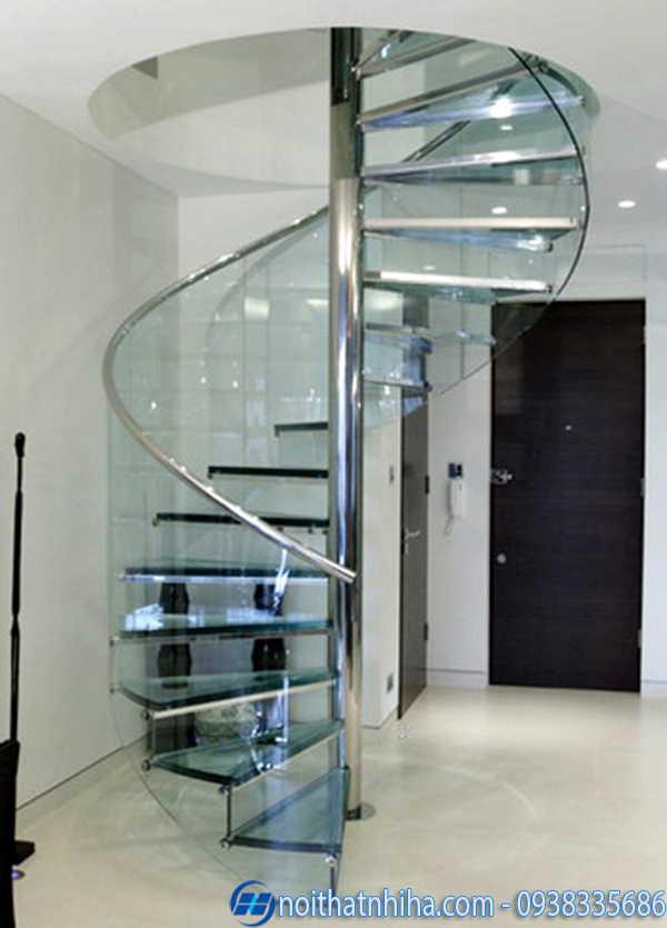 Cầu thang kính inox hình xoắn ốc