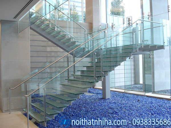 Cầu thang kính inox đẹp hiện đại