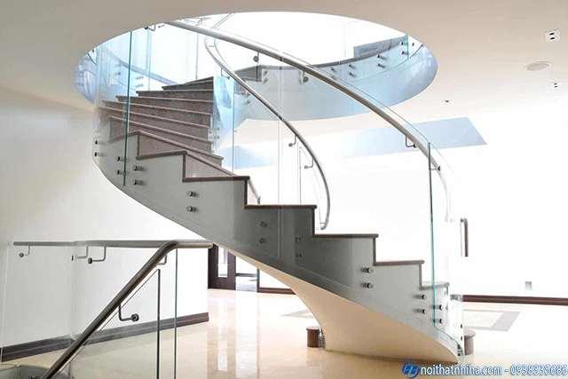 cầu thang kính không trụ