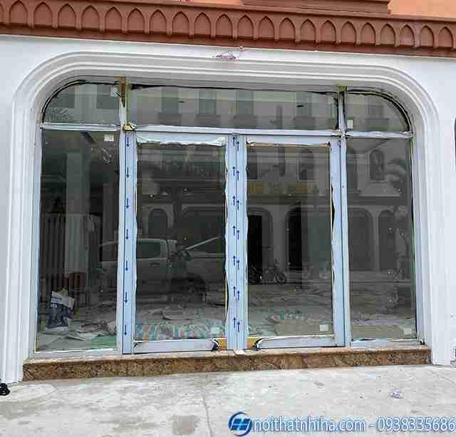 Vách cửa kính cường lực tại Quảng Ninh