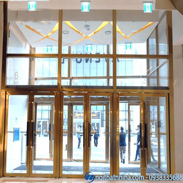 Hình ảnh cửa kính dùng cho mặt tiền khách sạn tại Hà Nội
