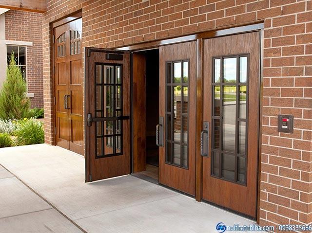 Mẫu cửa gỗ kính cường lực 4 cánh sang trọng