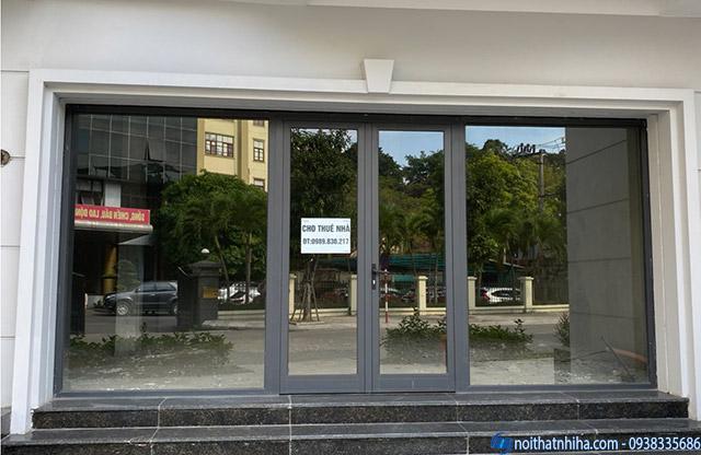 Mẫu cửa kính khách sạn dùng khung nhôm cao cấp