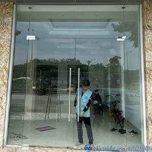 cửa kính cường lực