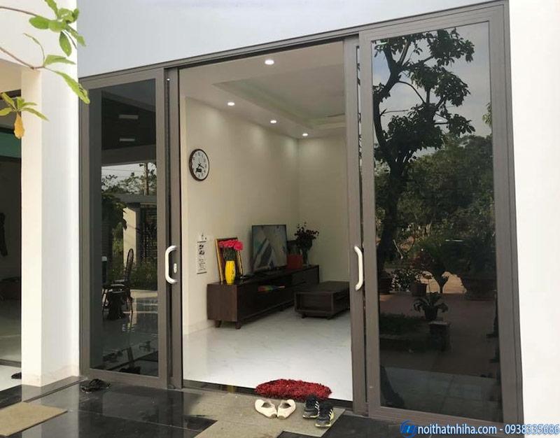 Cửa nhôm kính 2 cánh mở lùa phòng khách