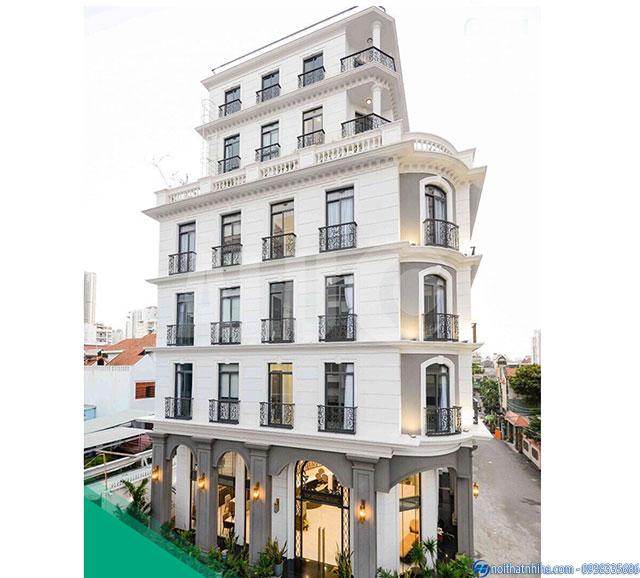 Công trình cửa kính ban công cho nhà biệt thự 6 tầng sang trọng