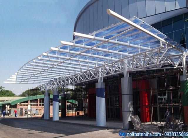 Mái canopy bằng tấm nhựa polycarbonate