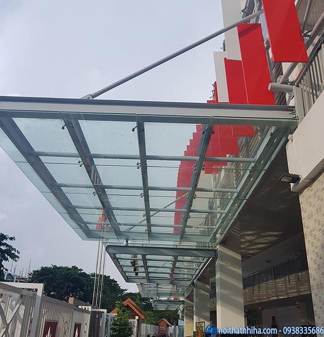 Mái đón kính canopy khung sắt sơn tĩnh điện