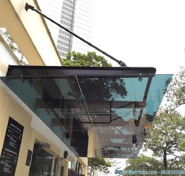 Mái đón kính canopy che trước nhà