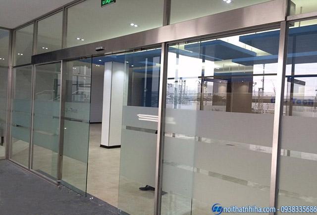 Vách kính khung inox cho nhà máy nhà xưởng