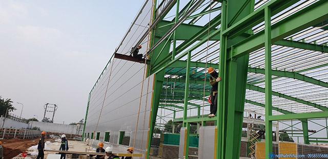 Lắp dựng vách panel ngoài trời