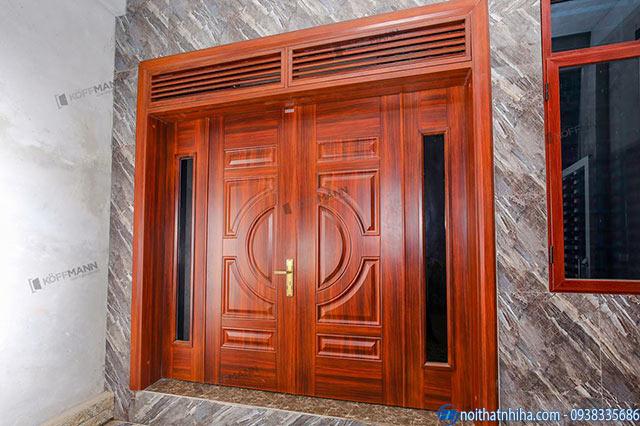 Cửa thép vân gỗ có thiết kế chắc chắn